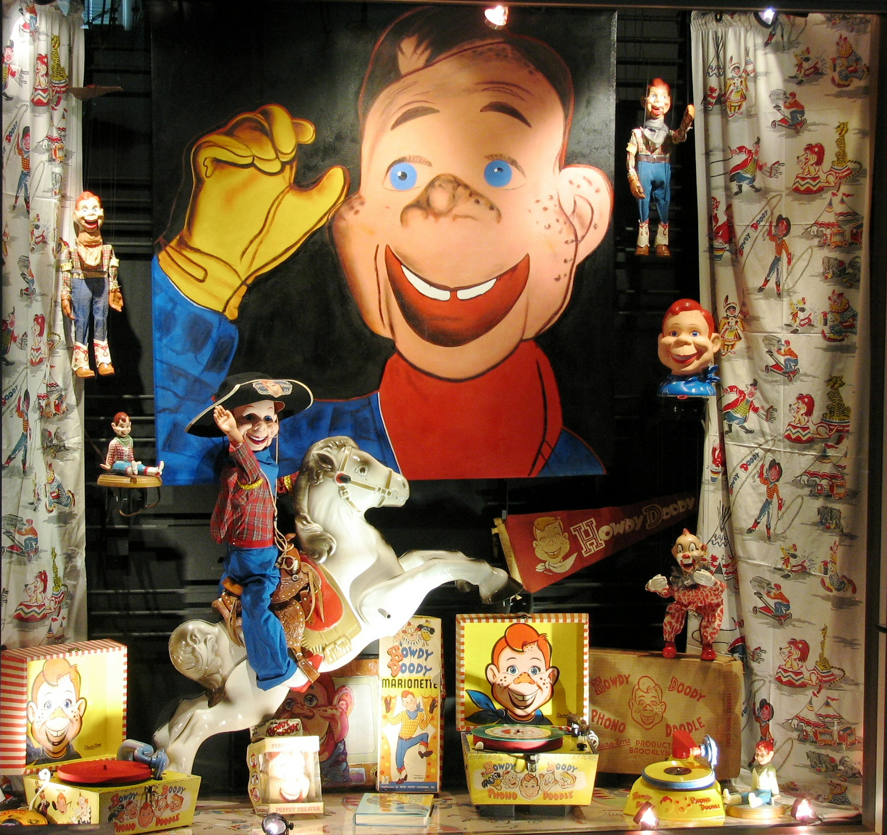 Aug. '08 Howdy Doody   Display